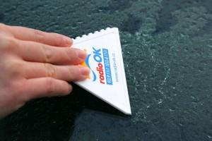 Škrabka na led s potiskem - tvar trojúhelník
