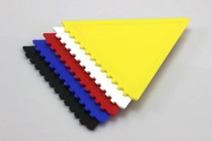 Plastové škrabky na autoskla - různá barevná provedení