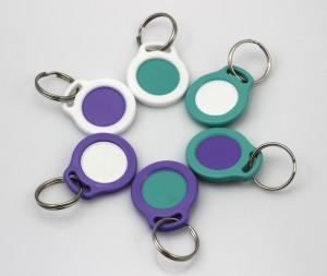 Klíčenky na žeton - kombinace fialové, mentolové a bílé barvy