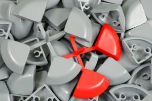 Výroba plastových součástek - rohy informačních rámů